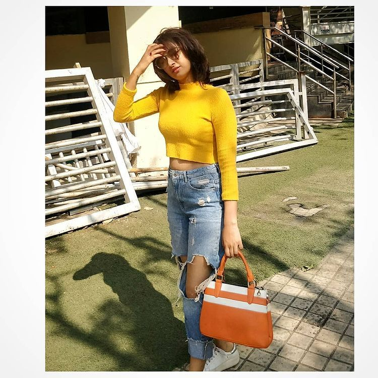 Farnaz Shetty Looks Hot and Stunning in Yellow Top