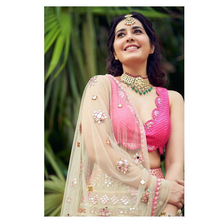 Raashi Khanna Is Sizzling In Pink